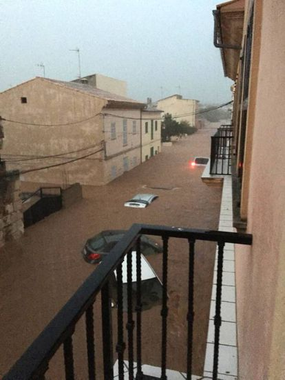 As much as 233 liters of water per square meter fell last night in Sant Llorenç, according to the Balearic Island regional government. In the photo, flooding in Sant Llorenç.