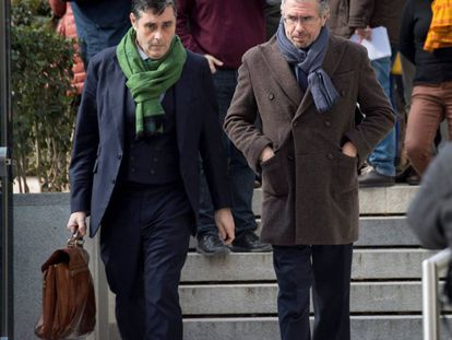 Francisco Granados (R), leaving the High Court on Monday.