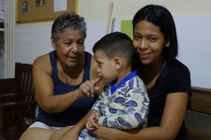 Susana Guevara (R) and her son in a shelter in Cúcuta, Colombia.