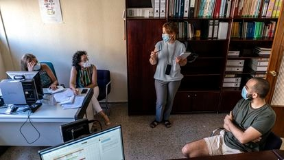 A team of coronavirus contact tracers in Extremadura.