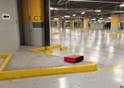 The red bag containing the money and credit cards that was found Sunday in the parking garage of a Mexico City shopping center.