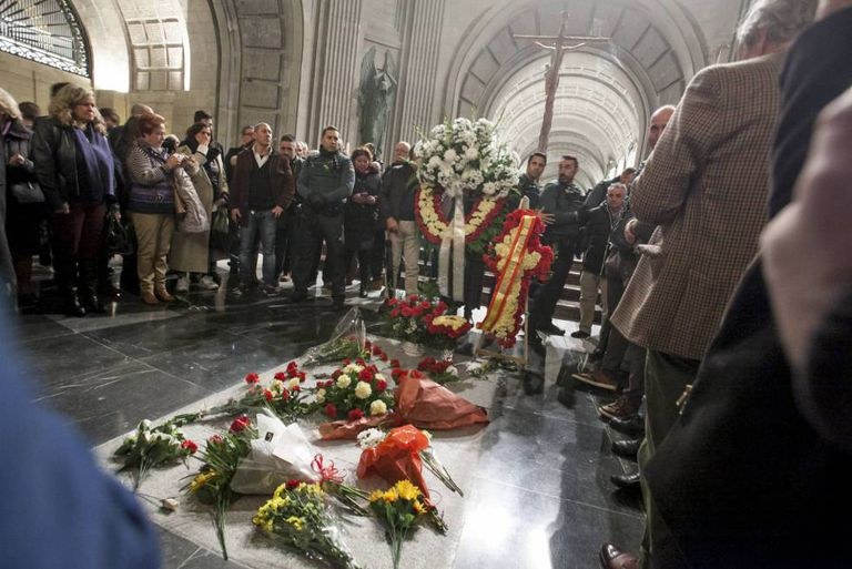 Flowers on Franco's tomb on the 43rd anniversary of his death.