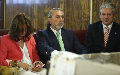 Gürtel mastermind Francisco Correa (center) at the trial.