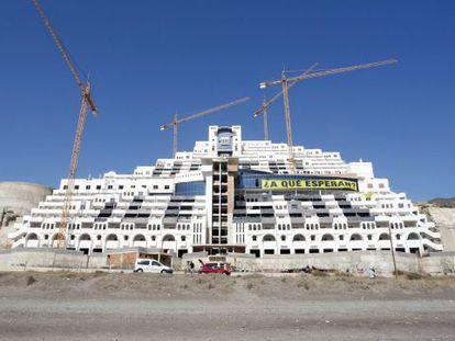 El Algarrobico hotel, en Carboneras, Almería.