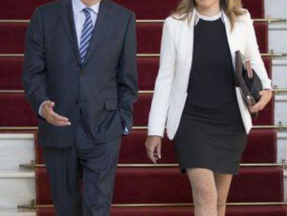 Susana Díaz (r) with outgoing premier José Antonio Griñán.