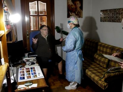 A doctor pays a house visit in Madrid.