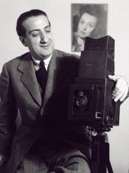 José Demaría Vázque, 'Campúa', pictured in his studio in Madrid, 1942.