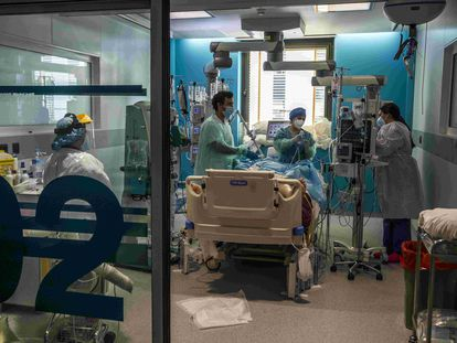 The intensive care unit of Madrid's Ramón y Cajal hospital on March 5.