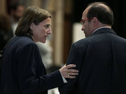 Carme Forcadell, speaker of the Catalan assembly, with Catalan Socialist Party chief Miquel Iceta.
