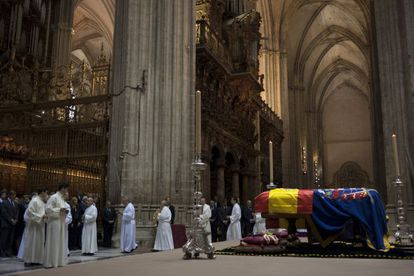 The funeral ceremony for the Duchess of Alba in Seville Cathedral.