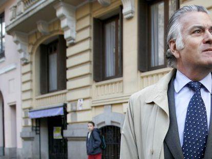 Former Popular Party treasurer Luis Bárcenas photographed last week outside his home in Madrid.