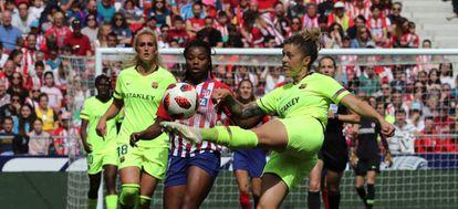 María León kicks the ball during the match.