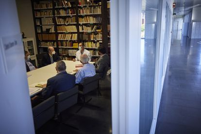 Meeting of experts at the faculty of medicine at Granada University during the DNA analysis of the skeletal remains attributed to Christopher Columbus.