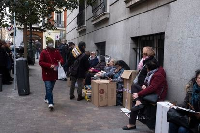 Worshippers wait in line to see the Christ of Medinaceli in Madrid.