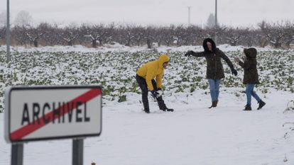 An unusual snow-covered landscape greeted residents of Archivel, in the Mediterranean region of Murcia, on Thursday.