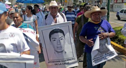 A family member holding up a picture of Jhosivani Guerrero at a march.
