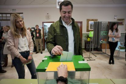 Juan Manuel Moreno of the PP casts his vote on Sunday.