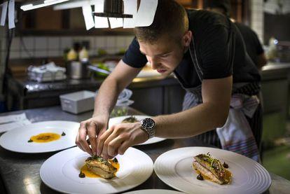 Víctor Membibre in the kitchen of Madrid restaurant Membimbre.