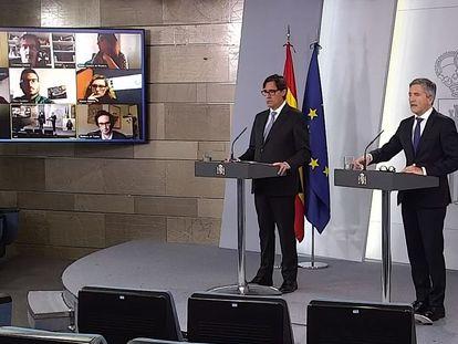 Health Minister Salvador Illa (l) and Interior Minister Fernando Grande-Marlaska at a press conference on the coronavirus outbreak.