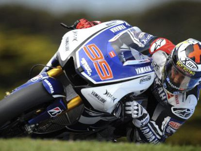 Jorge Lorenzo heads for the MotoGP title on his Yamaha YZR M1 at Phillip Island.