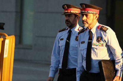 Former Mossos d'Esquadra chief Josep Lluis Trapero (r).