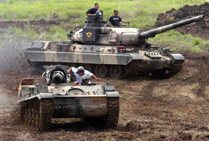 Venezuelan AMX-30 tanks during maneuvers.