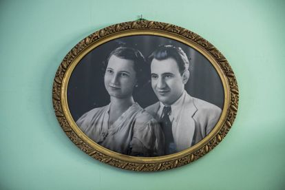 A photo of Anna Maria's parents, Aurora and Plácido Antonio, in her home in Barcelona.
