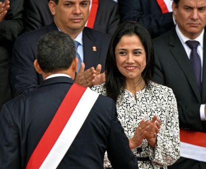 Nadine Heredia applauds her husband, President Ollanta Humala.