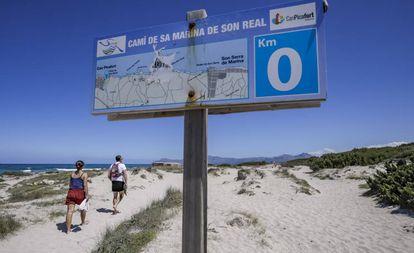 The road to the beach in Son Real, Santa Margalida (Mallorca),