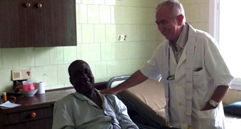 Miguel Pajares with a patient, in a file photo.
