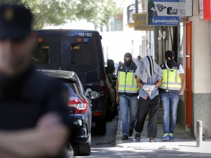 Spanish police carry out a raid against suspected Islamists in Madrid.