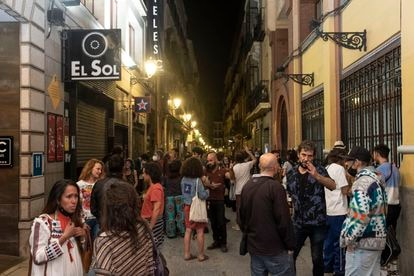Crowds on Madrid's Jardines street, near Puerta del Sol, on Saturday.