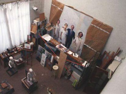 Antonio López's studio in 2011 with the royal portrait on display. The image is from the book Antonio López, pintura y escultura.