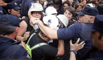 Wives of protesting miners scuffle with police on their way to the Senate.