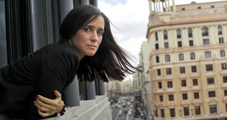 Julieta Venegas leans out of her hotel room window over Madrid's Gran Vía.