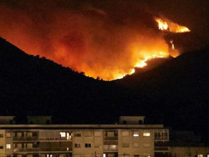 Valencia authorities warn that the success of the firefighting operation will depend on which way the wind blows this evening