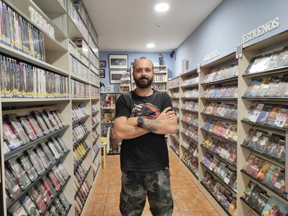 Julián Bárcena, in his store Videoclub Puente.