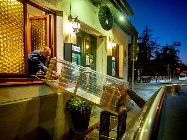 A restaurant in Frankfurt delivers takeaway food due to the closure of the hostelry sector in Germany.
