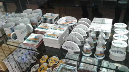Cups, tiles, bells, boxes...Prices range between €4 and €8.