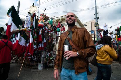 A foreign tourist at an outdoor market in Mexico City.