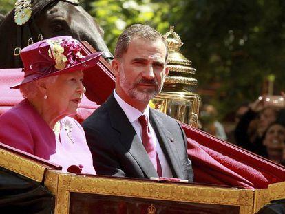 Queen Elizabeth and King Felipe VI in London today.