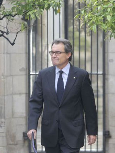 Acting Catalan premier Artur Mas is not guaranteed a new term in office despite having won the regional election.