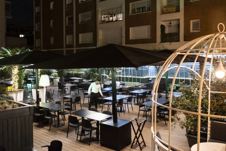 An empty restaurant in Madrid's Chamberí neighborhood on Thursday night.