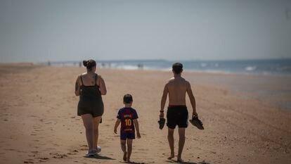 A family walks along Punta Umbría beach in Huelva province last Thursday.