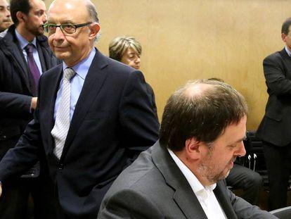 Finance Minister Cristóbal Montoro (l) and Catalan deputy regional premier Oriol Junqueras (r).