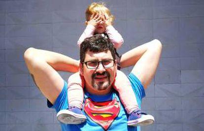 Xavier Prat with his daughter Arya.