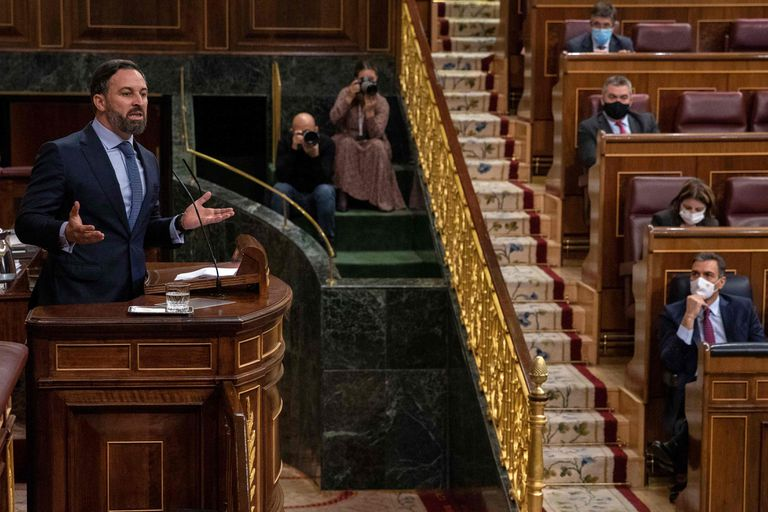 Spanish Prime Minister Pedro Sanchez (r) listens to Spain's far-right Vox party leader Santiago Abascal during today's debate in Congress.