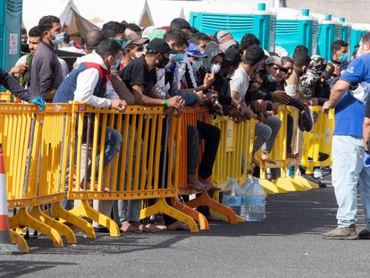 A group of migrants at the port facilities of Arguineguín on Monday.