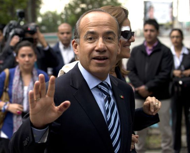 Mexican President Felipe Calderón and his wife go to vote during on July 1 presidential elections.