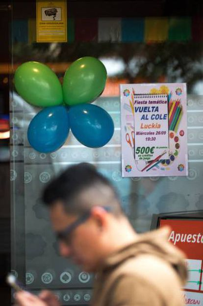 A betting house in the Madrid neighborhood of Vallecas celebrates the beginning of the school year.